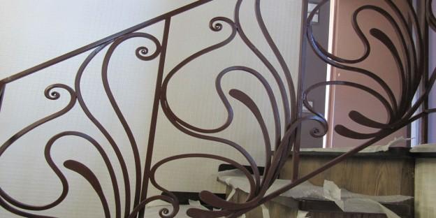 ограждения лестниц и кованые изделия